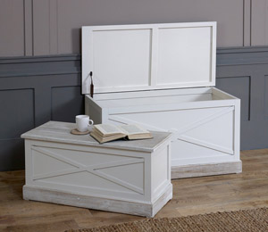 Blanket Boxes & Storage Trunks