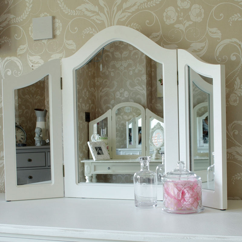 Pays Blanc Range - Furniture Bundle, Antique White Closet, Dressing Table, Mirror, Stool and 2 Bedside Tables